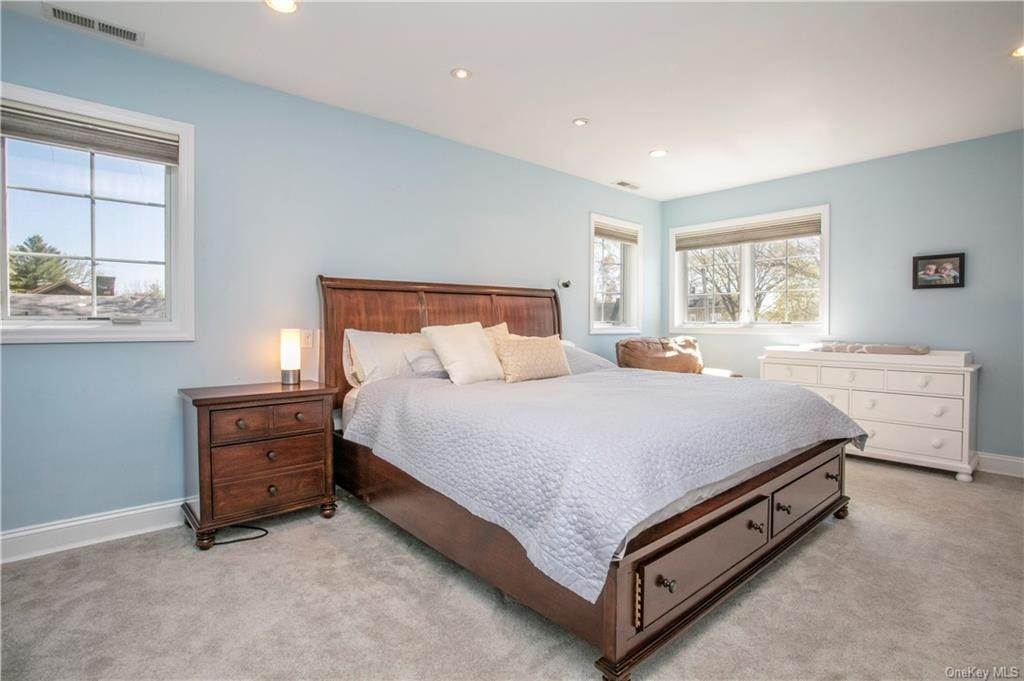 11. Single Family Home for Sale at 52 Sherwood Drive Larchmont, New York, 10538 United States