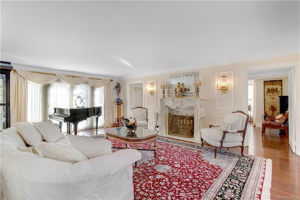 11. Single Family Home for Sale at 4 Meadowbrook Road White Plains, New York, 10605 United States