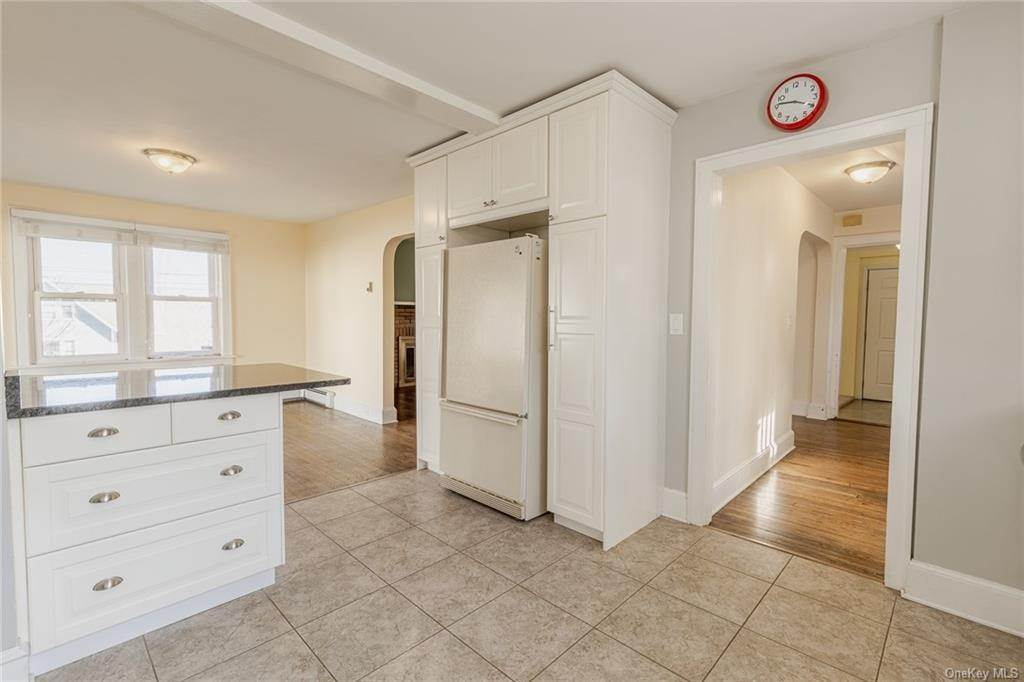 11. Single Family Home for Sale at 25 North Street Bedford Hills, New York, 10507 United States