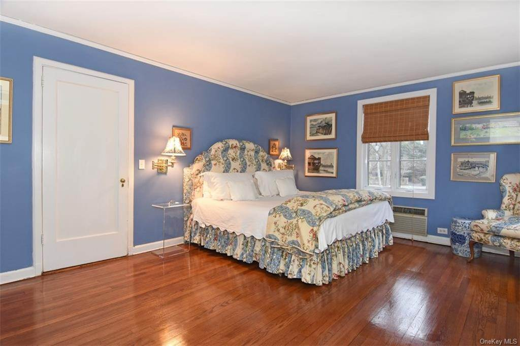 11. Single Family Home for Sale at 5 Park Avenue Terrace Bronxville, New York, 10708 United States