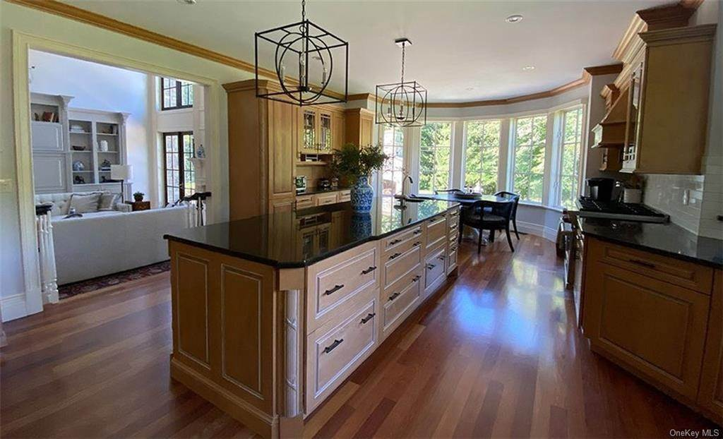 11. Single Family Home for Sale at 75 Summit Road Tuxedo Park, New York, 10987 United States