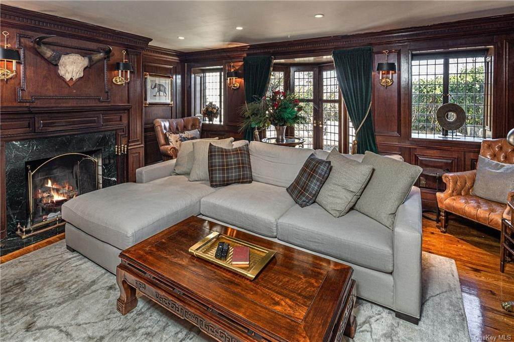 11. Single Family Home for Sale at 14 Courseview Road Bronxville, New York, 10708 United States