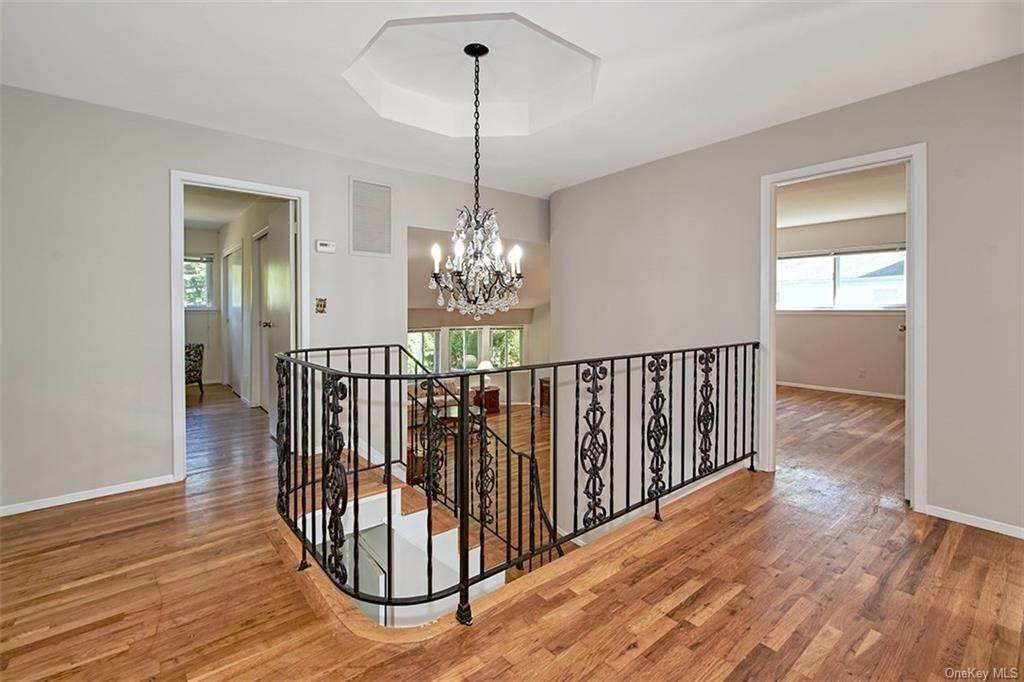 11. Single Family Home for Sale at 188 Country Ridge Drive Rye Brook, New York, 10573 United States