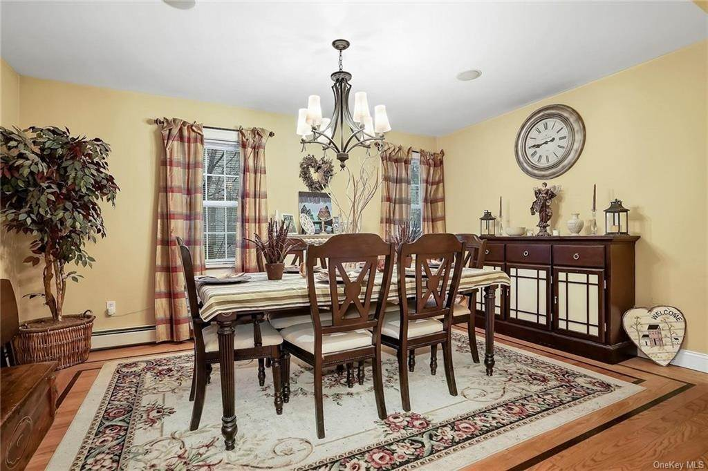 11. Single Family Home for Sale at 20 Deerfield Avenue Eastchester, New York, 10709 United States