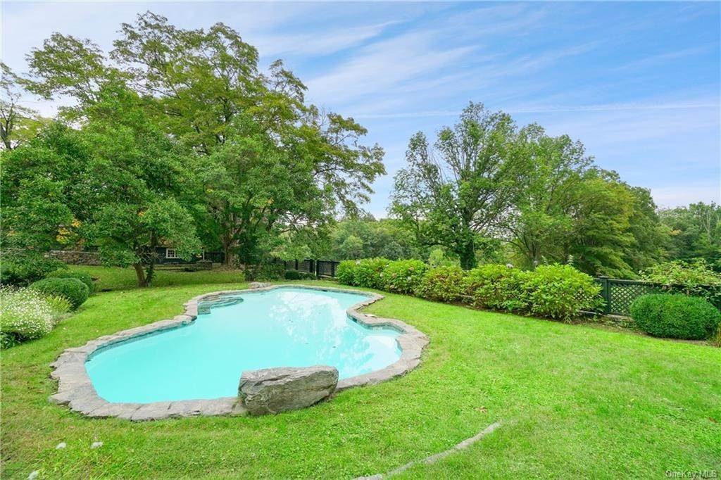 11. Single Family Home for Sale at 14 Middle Patent Road Armonk, New York, 10504 United States