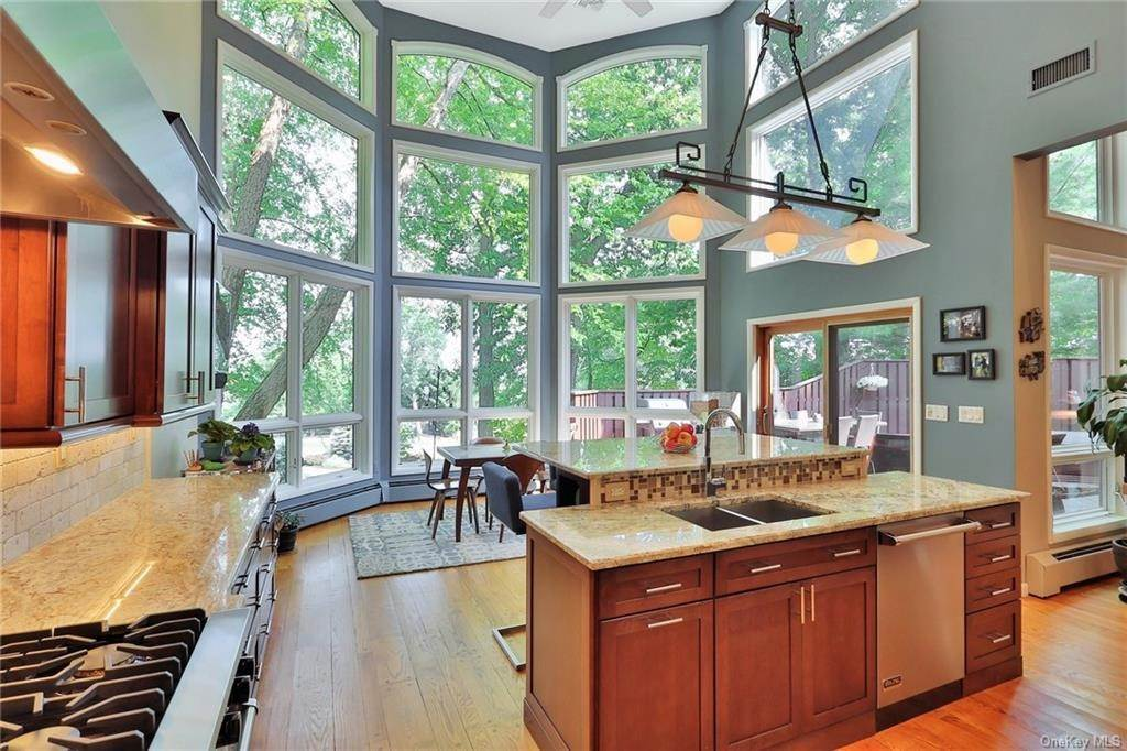 11. Single Family Home for Sale at 7 Sky Drive New City, New York, 10956 United States