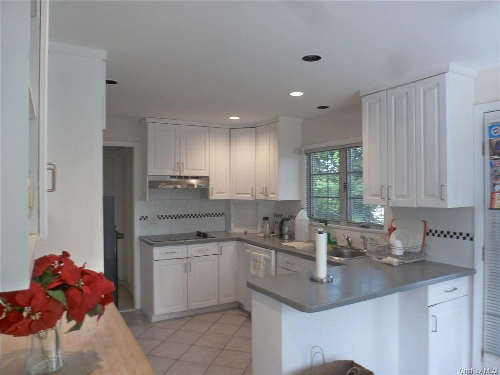 11. Single Family Home for Sale at 1058 Wilmot Road Scarsdale, New York, 10583 United States