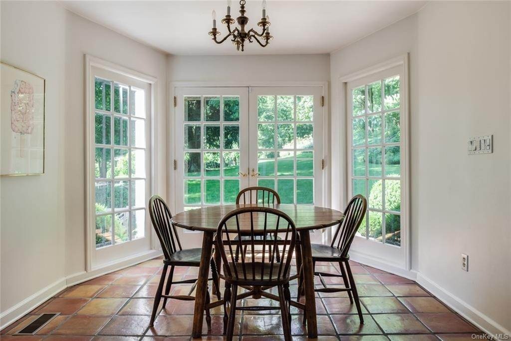 11. Single Family Home for Sale at 129 Fox Lane Bedford Corners, New York, 10549 United States