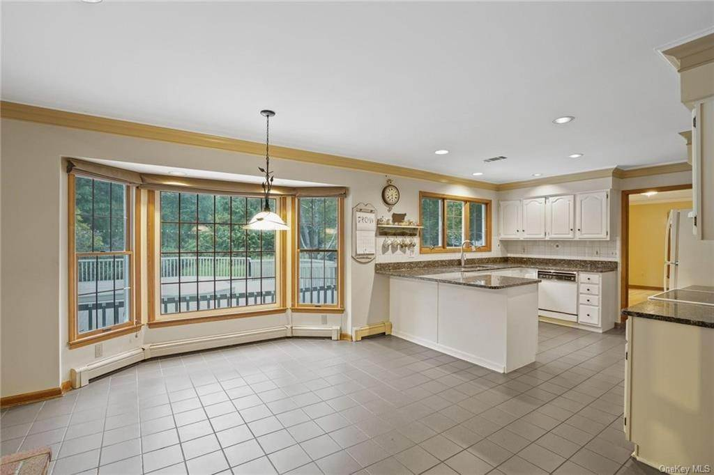 11. Single Family Home for Sale at 184 Sarah Wells Trail Campbell Hall, New York, 10916 United States
