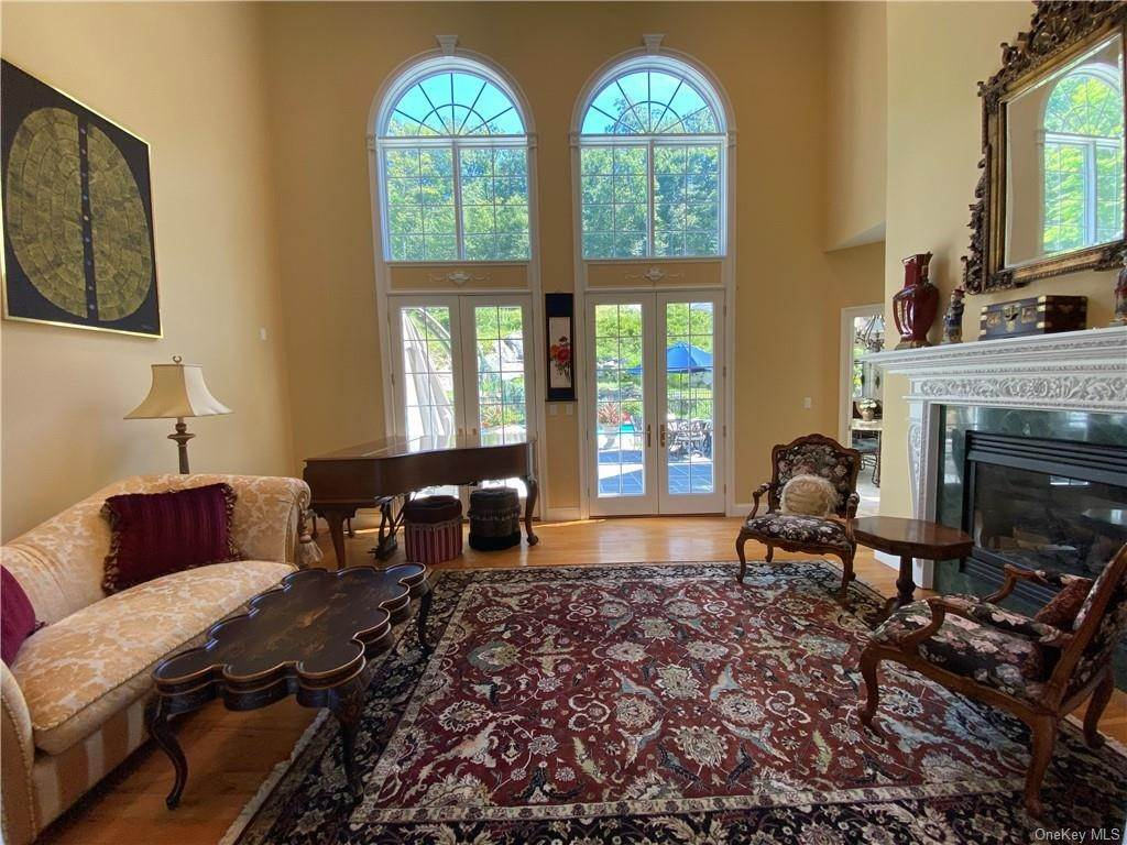 11. Single Family Home for Sale at 29 Helmstown Court Tuxedo Park, New York, 10987 United States