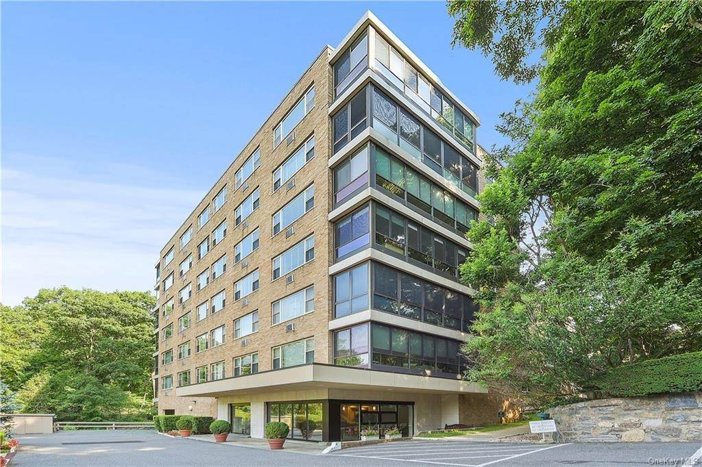 11. Single Family Home for Sale at 72 Pondfield Road W Bronxville, New York, 10708 United States