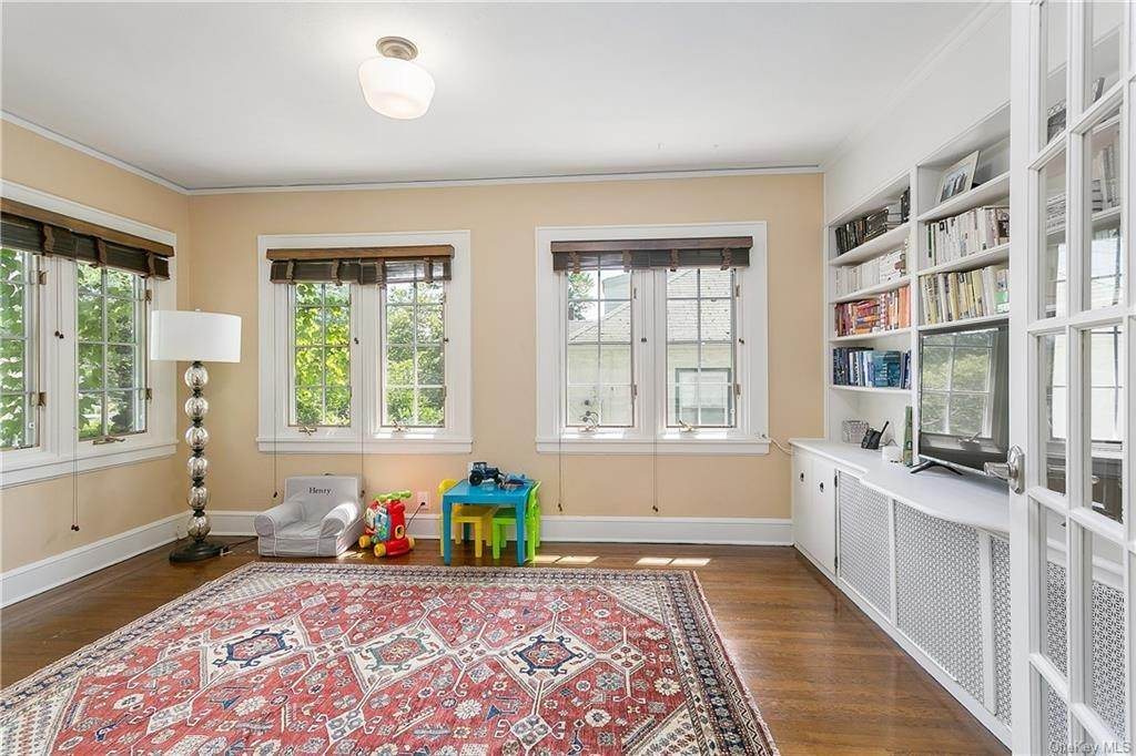 11. Single Family Home for Sale at 10 Hall Avenue Larchmont, New York, 10538 United States