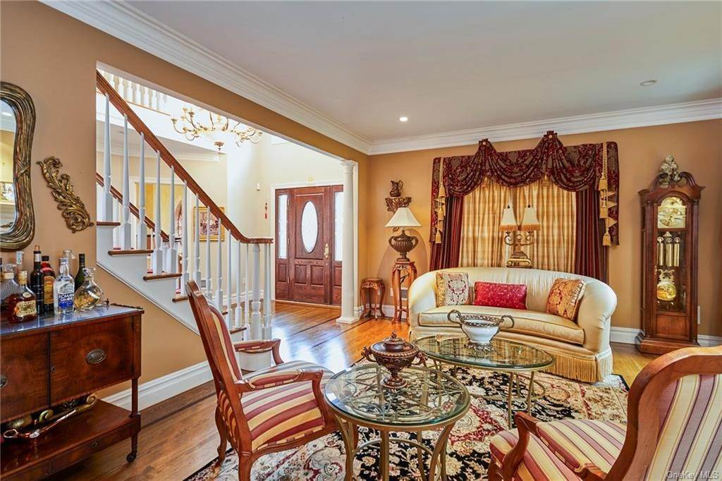 12. Single Family Home for Sale at 3 Mill Pond Lane New Rochelle, New York, 10805 United States
