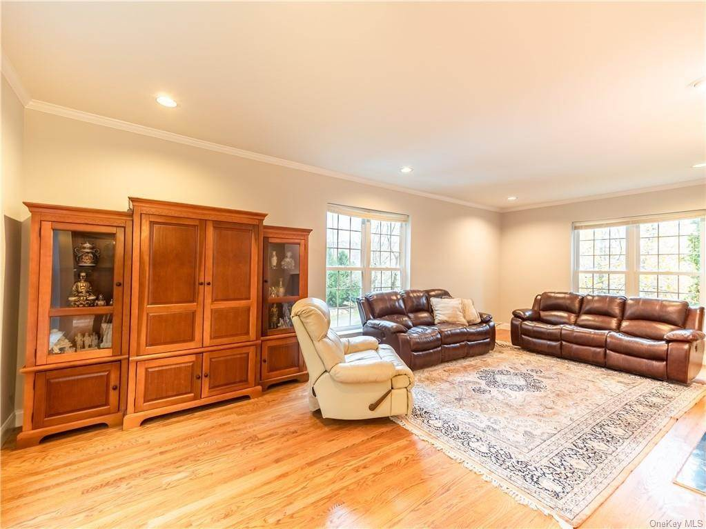 12. Single Family Home for Sale at 2689 Deer Street Mohegan Lake, New York, 10547 United States