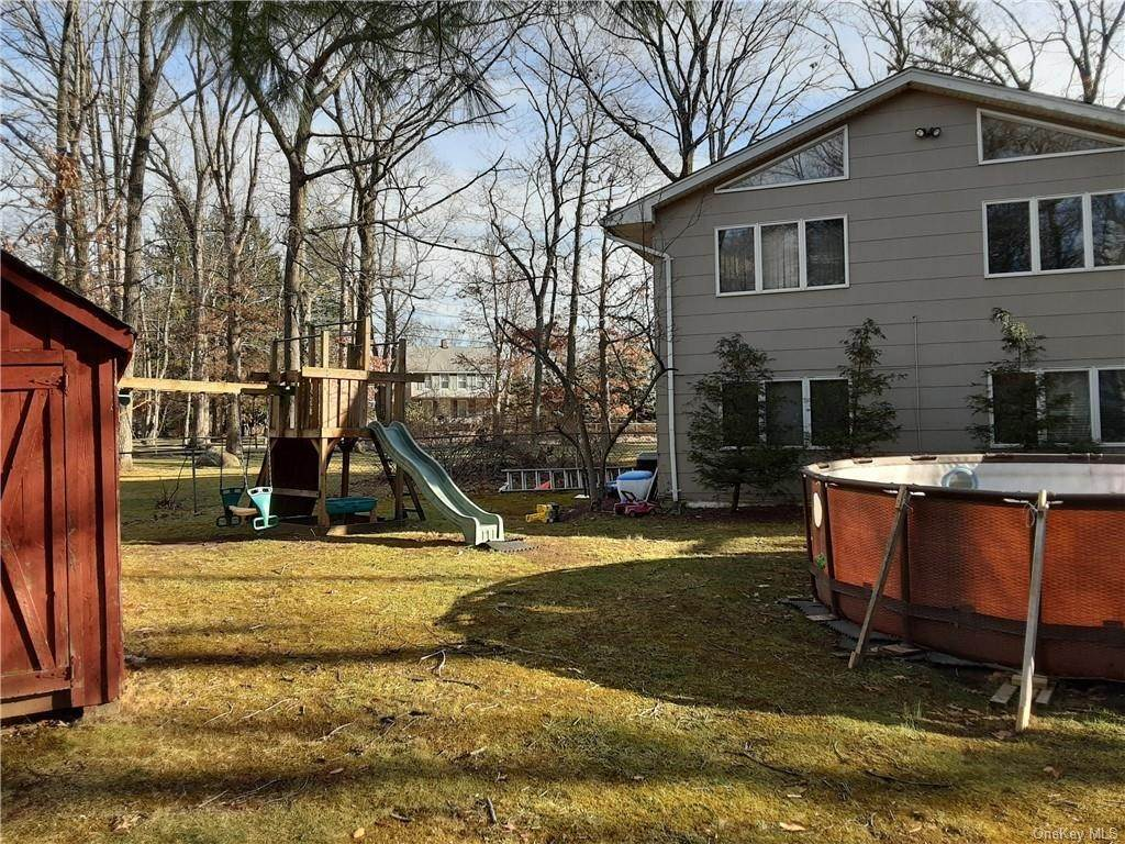 12. Single Family Home for Sale at 2 Marjorie Drive Suffern, New York, 10901 United States