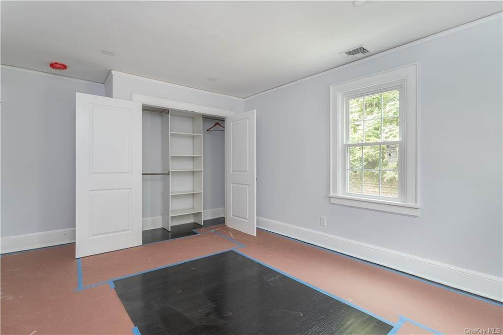 12. Single Family Home for Sale at 107 Valley Road White Plains, New York, 10604 United States