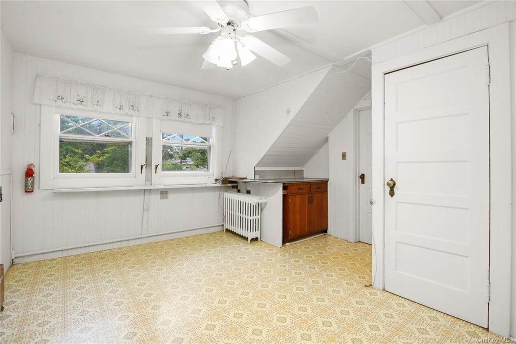 12. Single Family Home for Sale at 39 Potters Lane New Rochelle, New York, 10805 United States