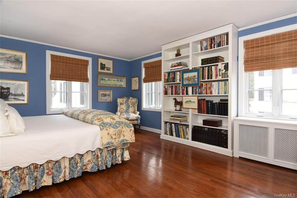 12. Single Family Home for Sale at 5 Park Avenue Terrace Bronxville, New York, 10708 United States