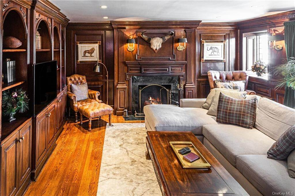 12. Single Family Home for Sale at 14 Courseview Road Bronxville, New York, 10708 United States