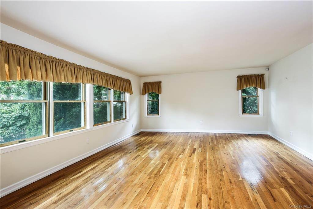 12. Single Family Home for Sale at 104 Bobolink Road Yonkers, New York, 10701 United States