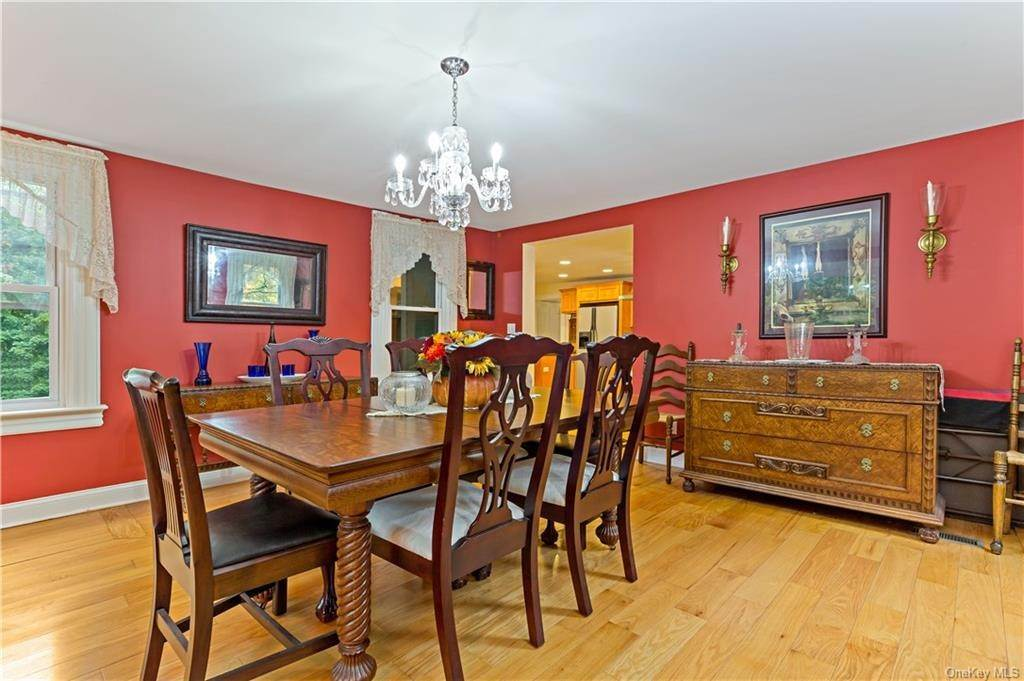 12. Single Family Home for Sale at 1683 Strawberry Road Mohegan Lake, New York, 10547 United States
