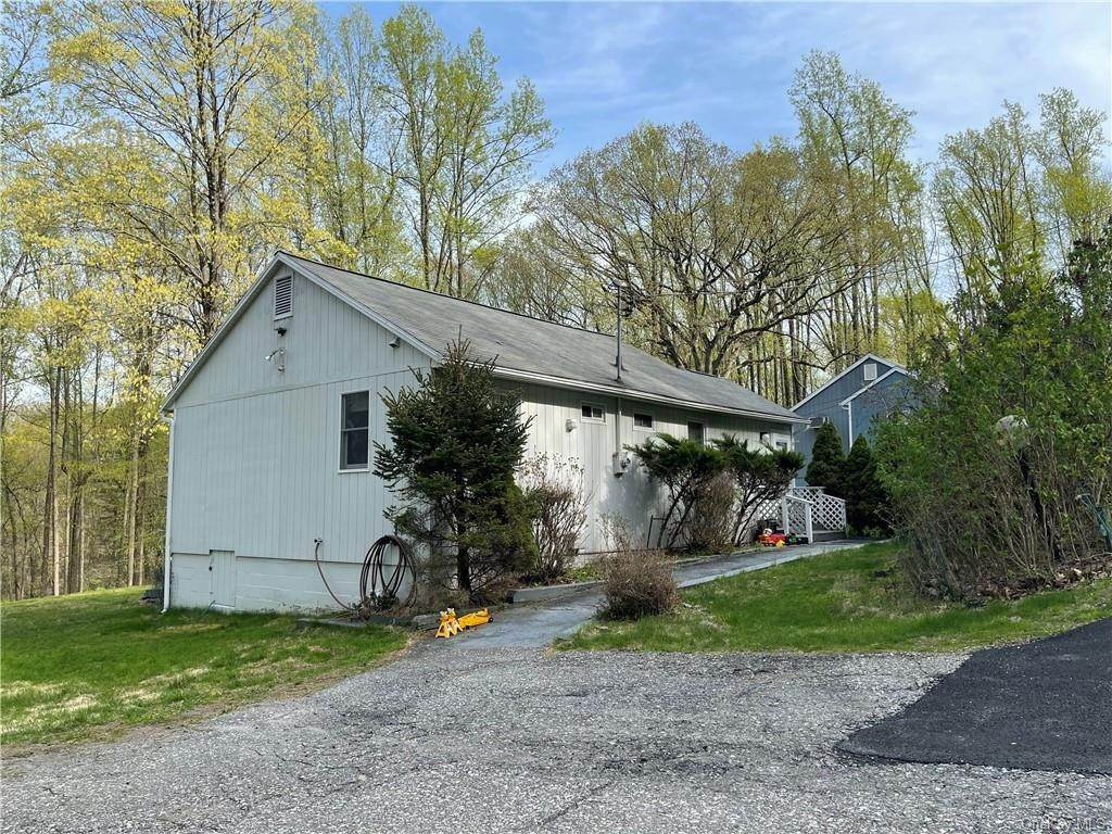 12. Single Family Home for Sale at 53 Mount Airy Road E Croton On Hudson, New York, 10520 United States