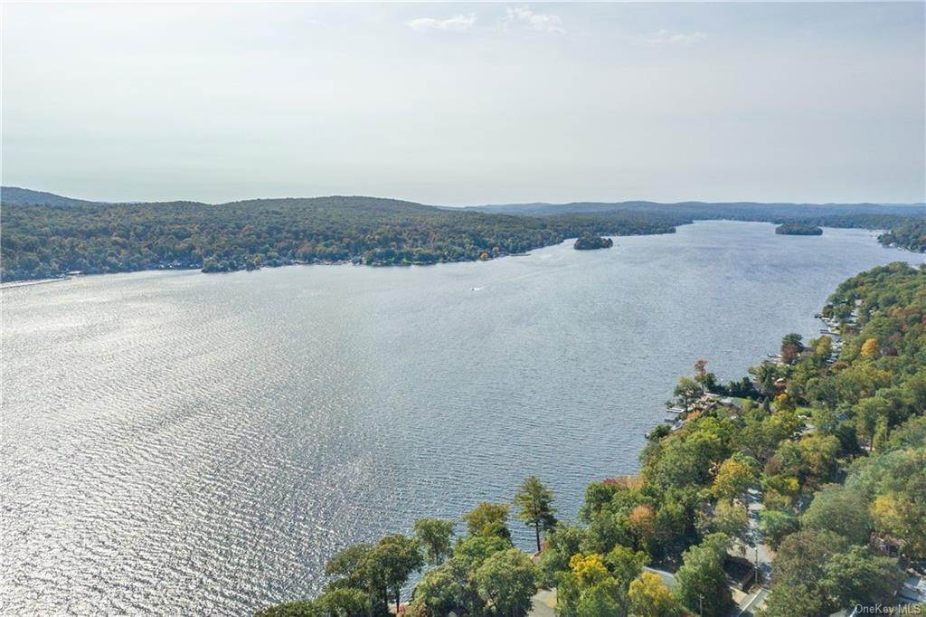 12. Single Family Home for Sale at 200 Jersey Avenue Greenwood Lake, New York, 10925 United States