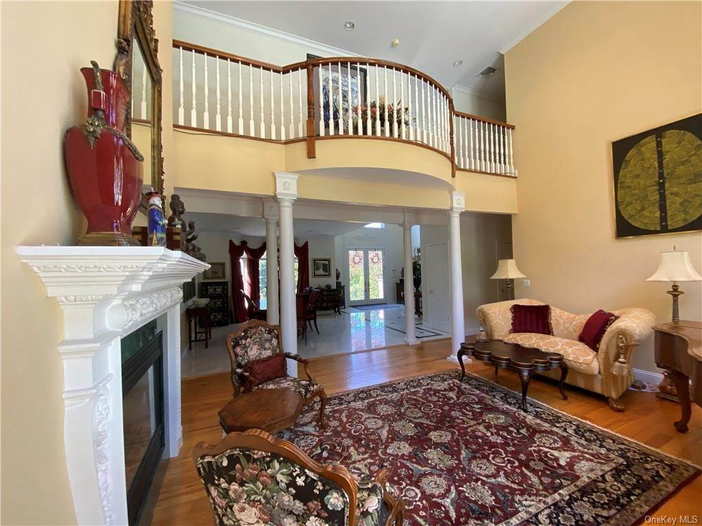 12. Single Family Home for Sale at 29 Helmstown Court Tuxedo Park, New York, 10987 United States