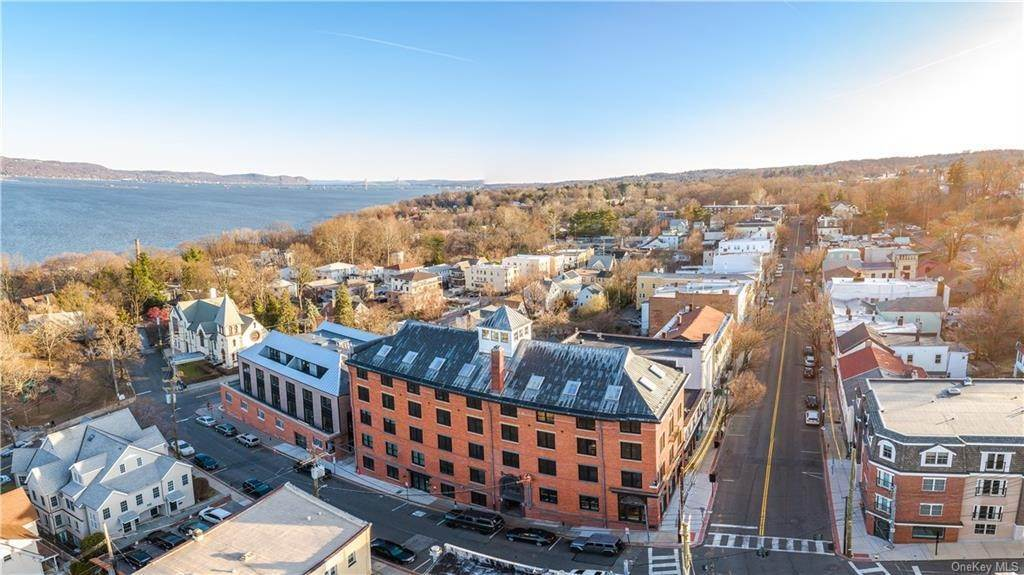 12. Single Family Home for Sale at 50 Chestnut Street Dobbs Ferry, New York, 10522 United States