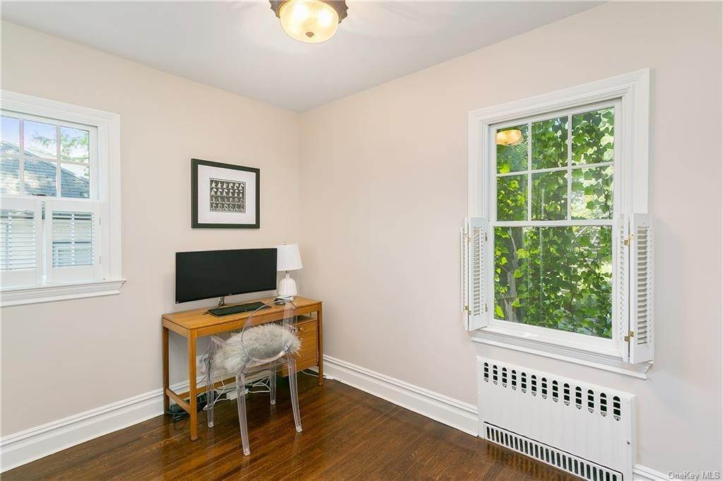12. Single Family Home for Sale at 10 Hall Avenue Larchmont, New York, 10538 United States