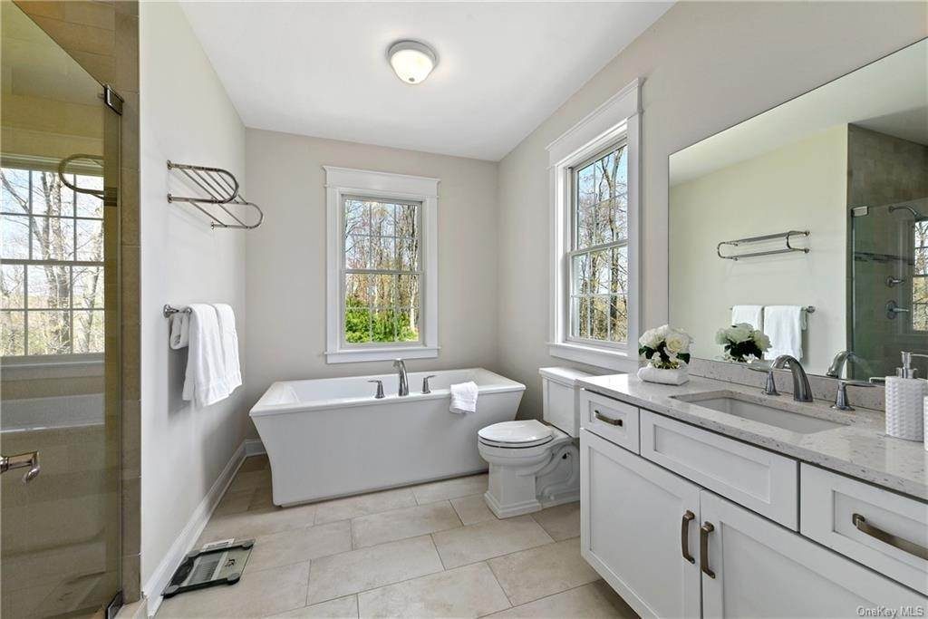 12. Single Family Home for Sale at 76 Mayflower Lane Katonah, New York, 10536 United States