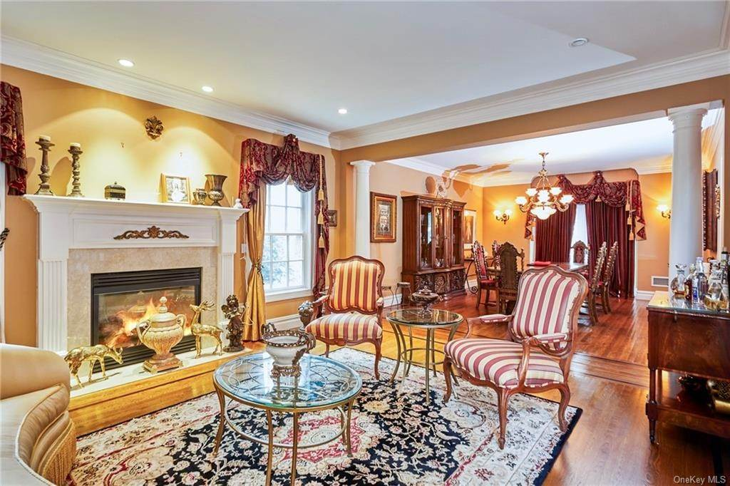 13. Single Family Home for Sale at 3 Mill Pond Lane New Rochelle, New York, 10805 United States