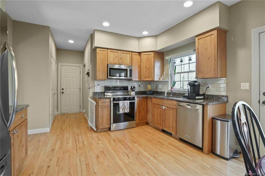 13. Single Family Home for Sale at 19 Coleman Drive Campbell Hall, New York, 10916 United States