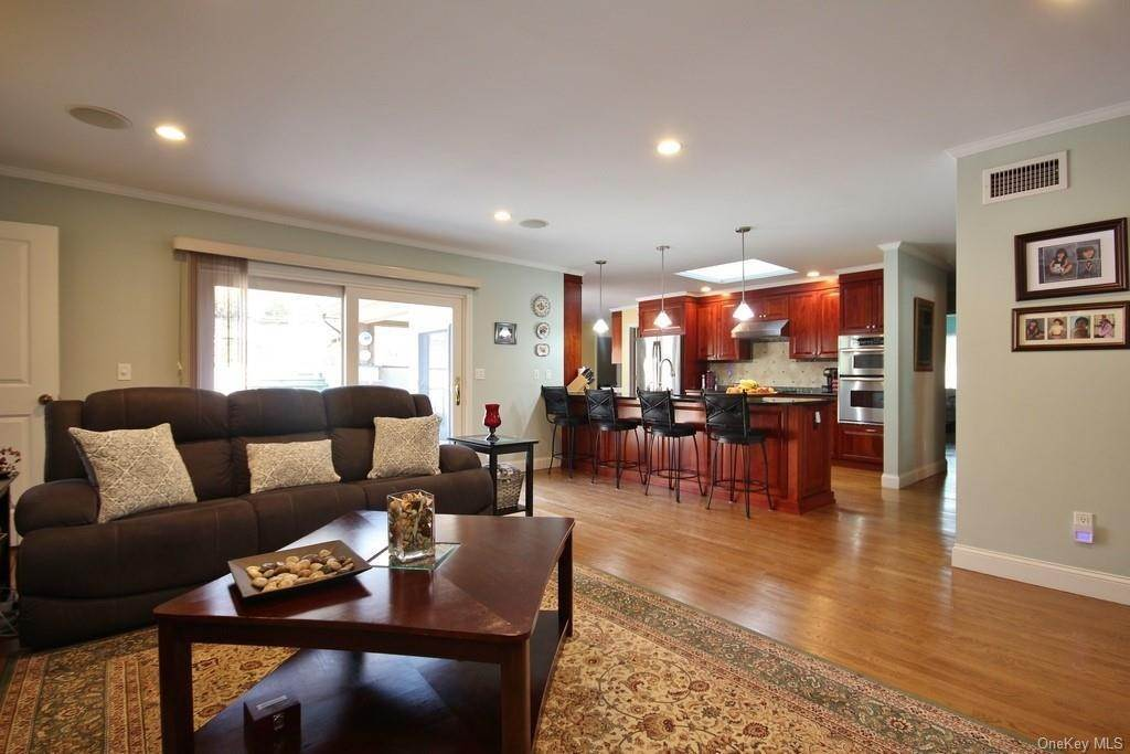 13. Single Family Home for Sale at 151 Revolutionary Road Briarcliff Manor, New York, 10510 United States