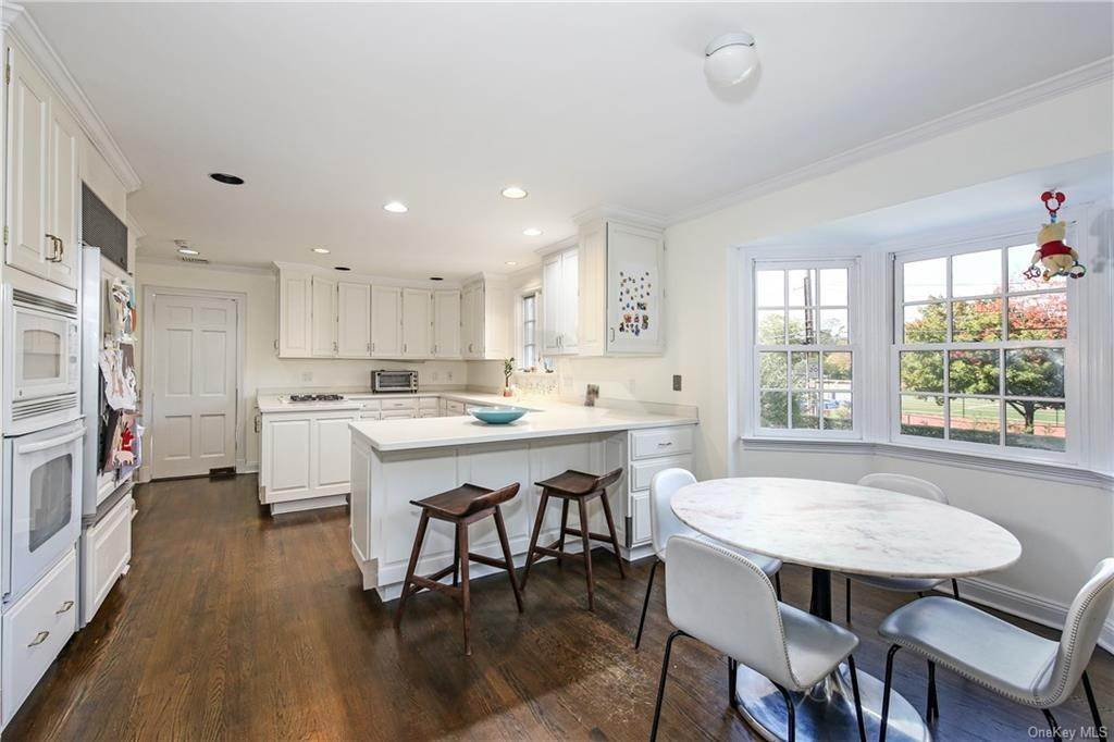13. Single Family Home for Sale at 1 Hemlock Road Bronxville, New York, 10708 United States