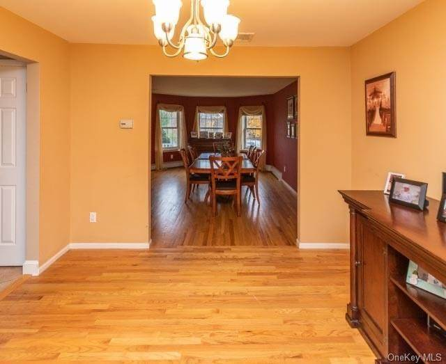 13. Single Family Home for Sale at 2 Sequoia Trail Highland Mills, New York, 10930 United States