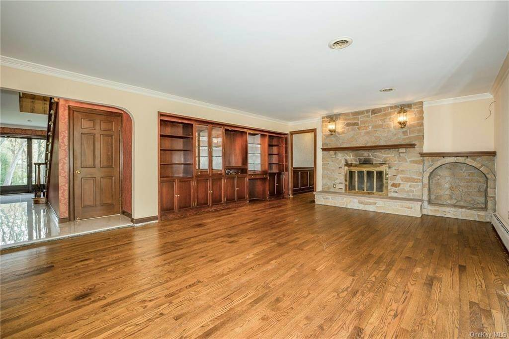 13. Single Family Home for Sale at 1A Century Road Palisades, New York, 10964 United States