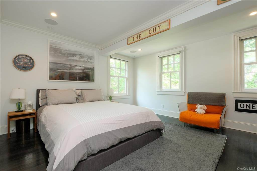 13. Single Family Home for Sale at 29 Valley Road Bronxville, New York, 10708 United States