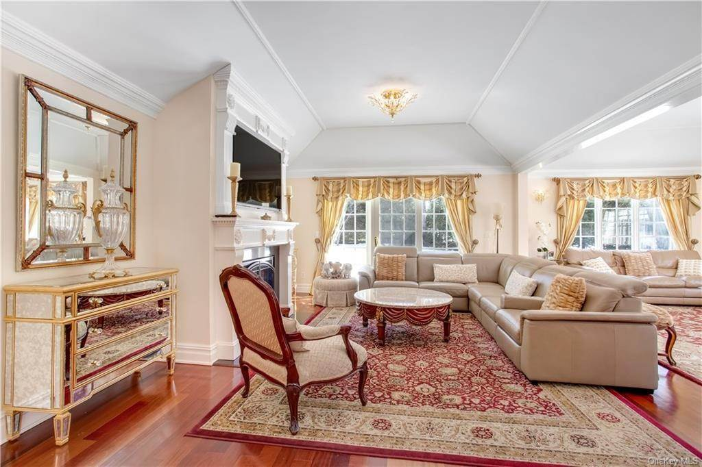 13. Single Family Home for Sale at 4 Meadowbrook Road White Plains, New York, 10605 United States
