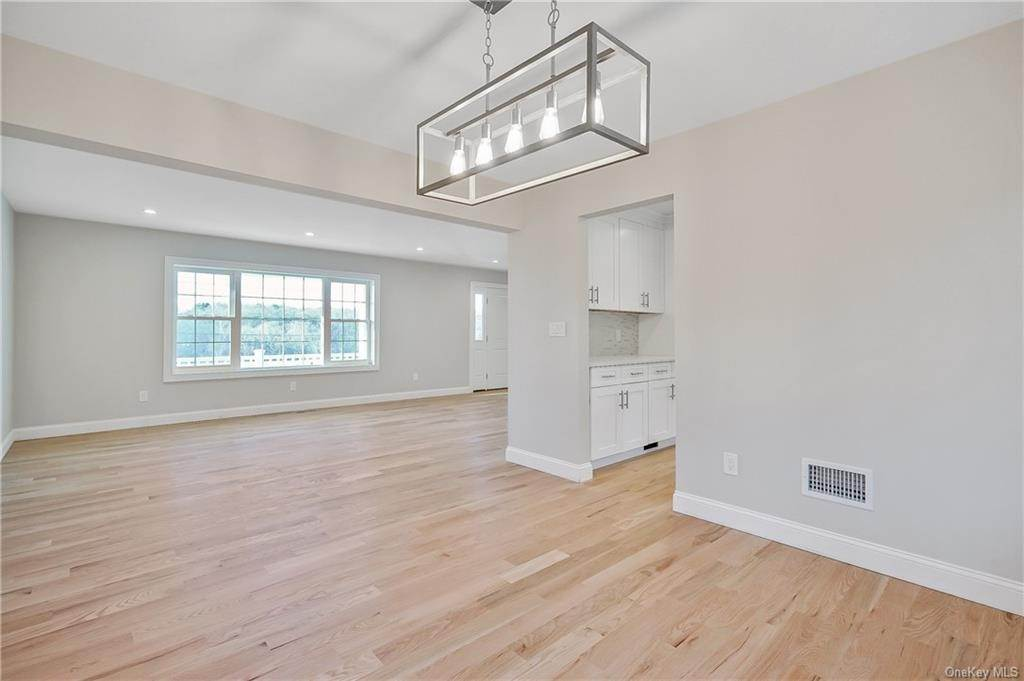 13. Single Family Home for Sale at 64 Hawkes Avenue Ossining, New York, 10562 United States