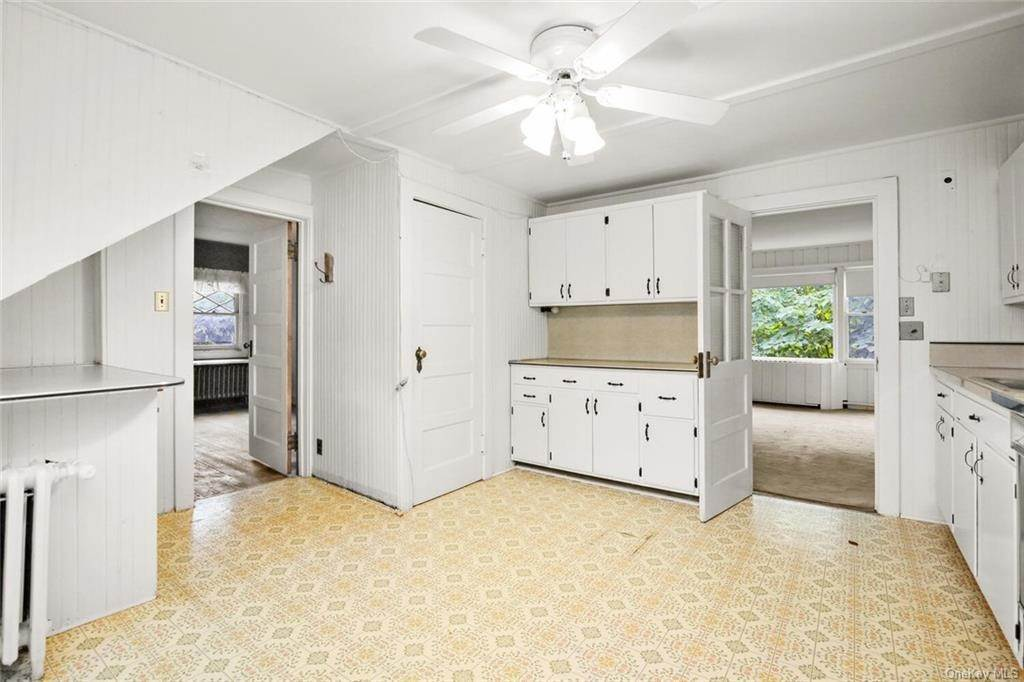 13. Single Family Home for Sale at 39 Potters Lane New Rochelle, New York, 10805 United States