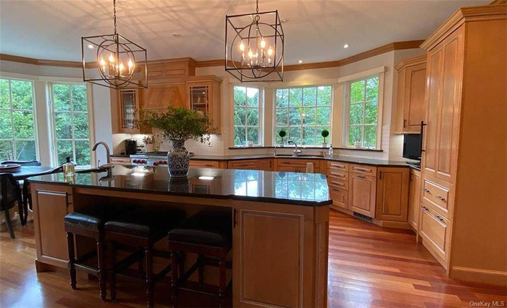 13. Single Family Home for Sale at 75 Summit Road Tuxedo Park, New York, 10987 United States