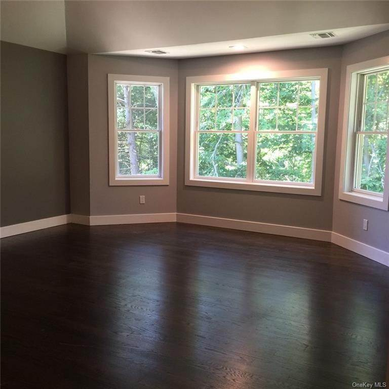 13. Single Family Home for Sale at 226 S Greenbush Road Orangeburg, New York, 10962 United States