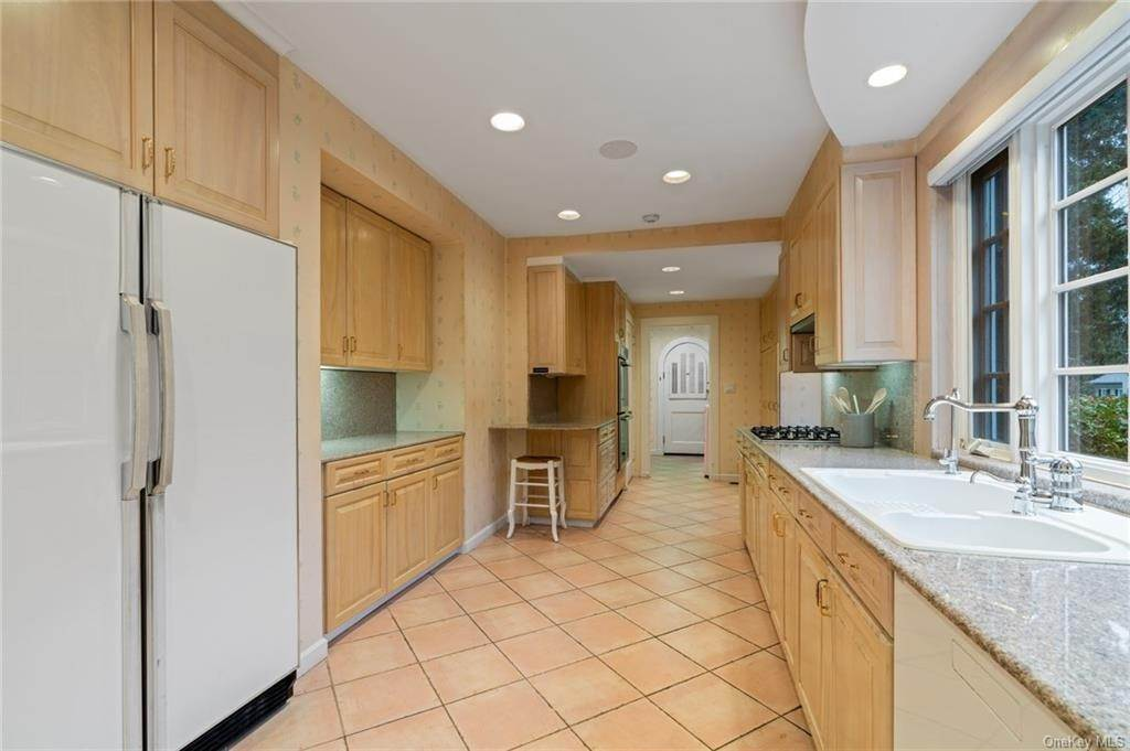 13. Single Family Home for Sale at 3 Richbell Road Scarsdale, New York, 10583 United States