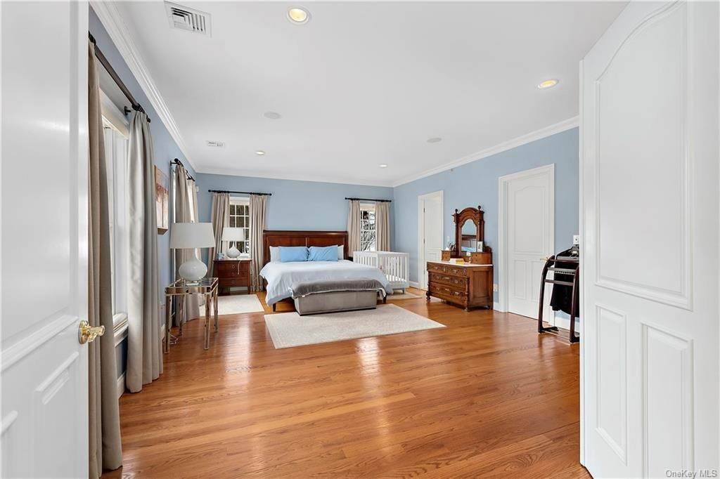 13. Single Family Home for Sale at 81 Sheather Road Bedford Corners, New York, 10549 United States