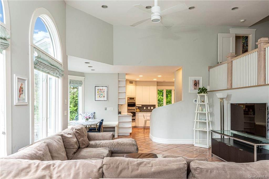 13. Single Family Home for Sale at 119 White Plains Road Bronxville, New York, 10708 United States