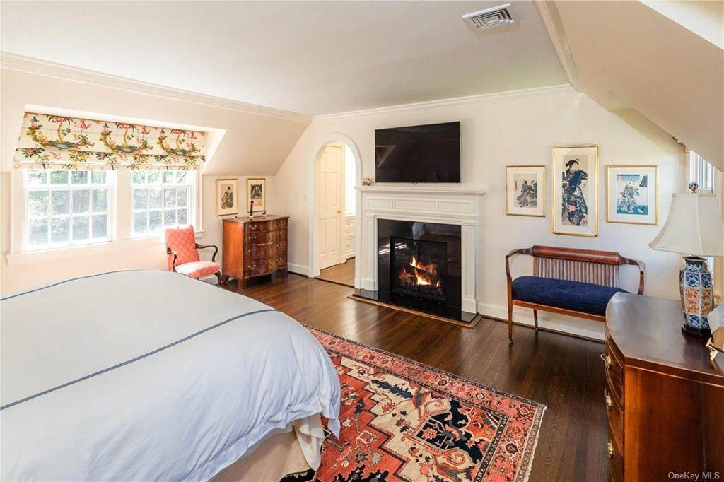 13. Rental Communities for Rent at 25 Moore Road Bronxville, New York, 10708 United States