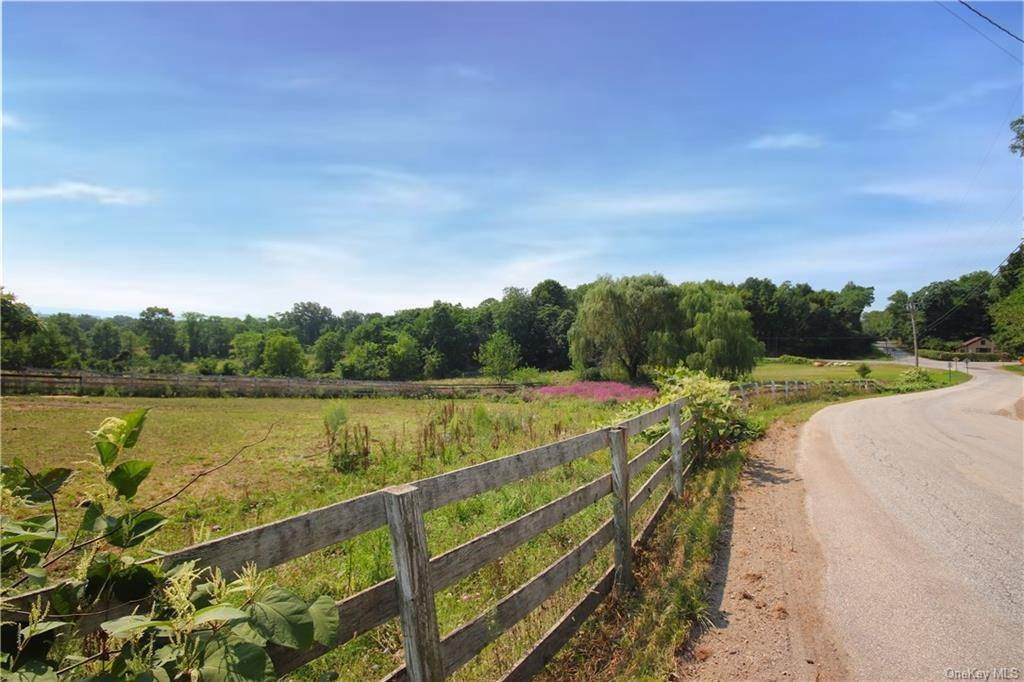 13. Single Family Home for Sale at 184 N Kaisertown Road Montgomery, New York, 12549 United States