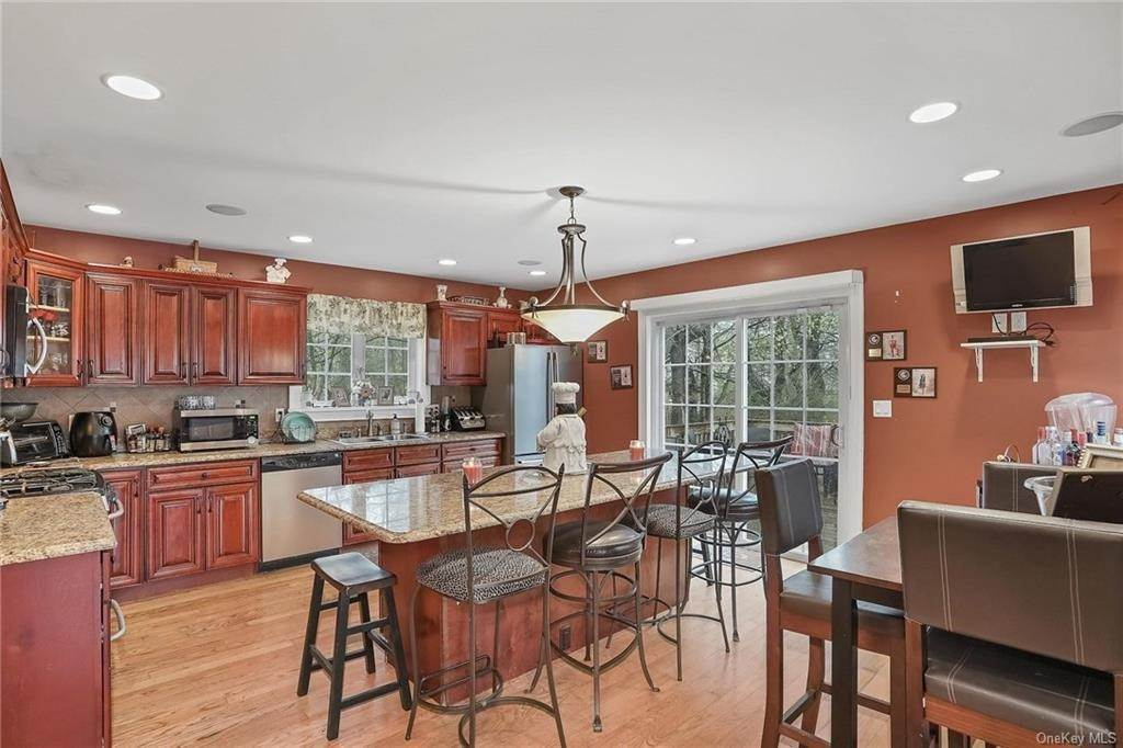 13. Single Family Home for Sale at 20 Deerfield Avenue Eastchester, New York, 10709 United States