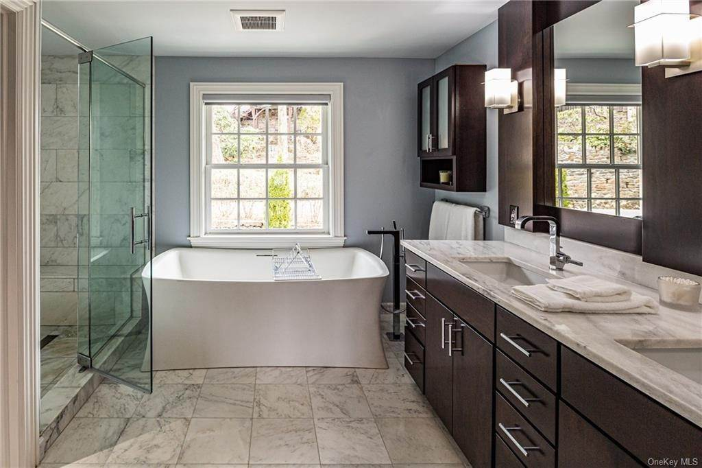 13. Single Family Home for Sale at 1 Woodland Avenue Bronxville, New York, 10708 United States